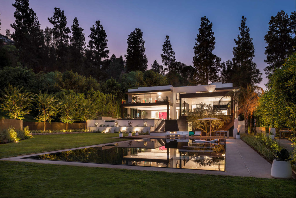 Fashion Mogul's Beverly Hills Contemporary Home is Listed For $44 Million ARCHITECTURE CELEBRITY HOMES Contemporary Style Architecture LUXURY HOMES LUXURY REAL ESTATE NEWS
