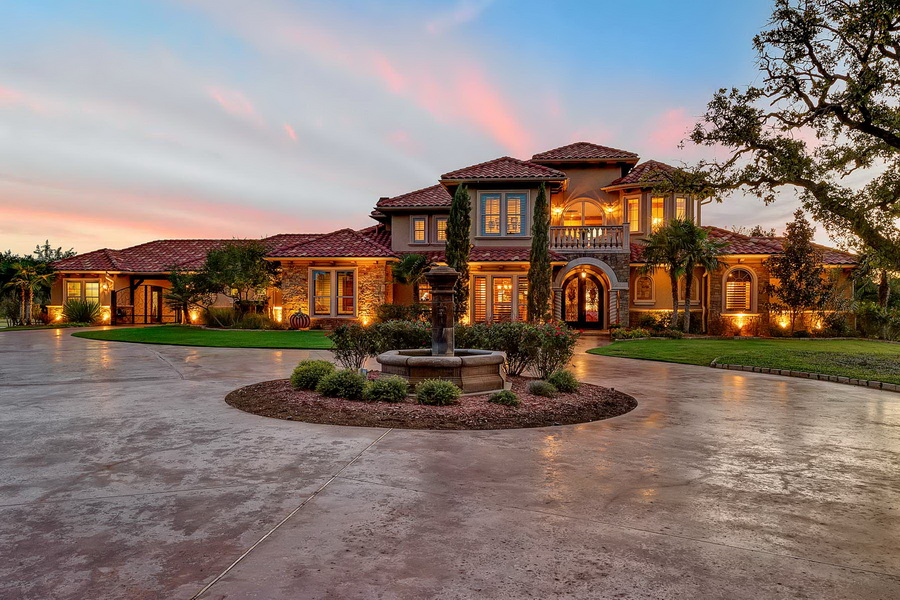 Stunning And Luxury Mediterranean Style House In Texas With Resort