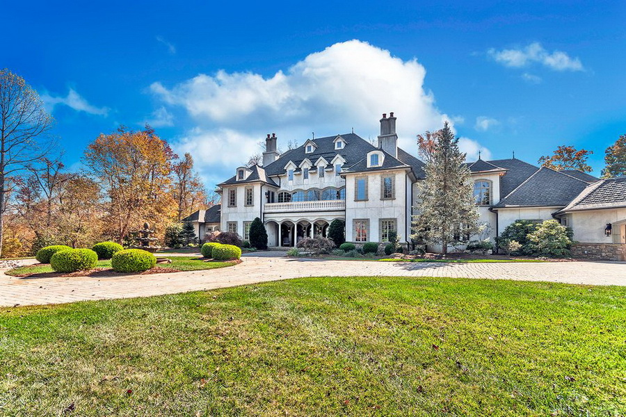 Luxury French Style Architecture Home With Stunning Architectural Design ARCHITECTURE French Style Architecture LUXURY HOMES