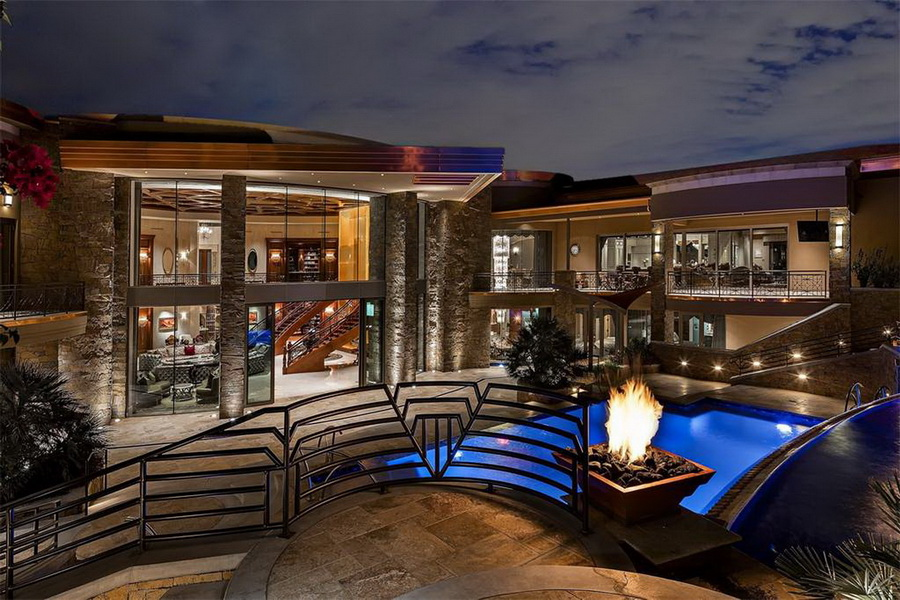 Contemporary Modern Mega Mansion In Paradise Valley