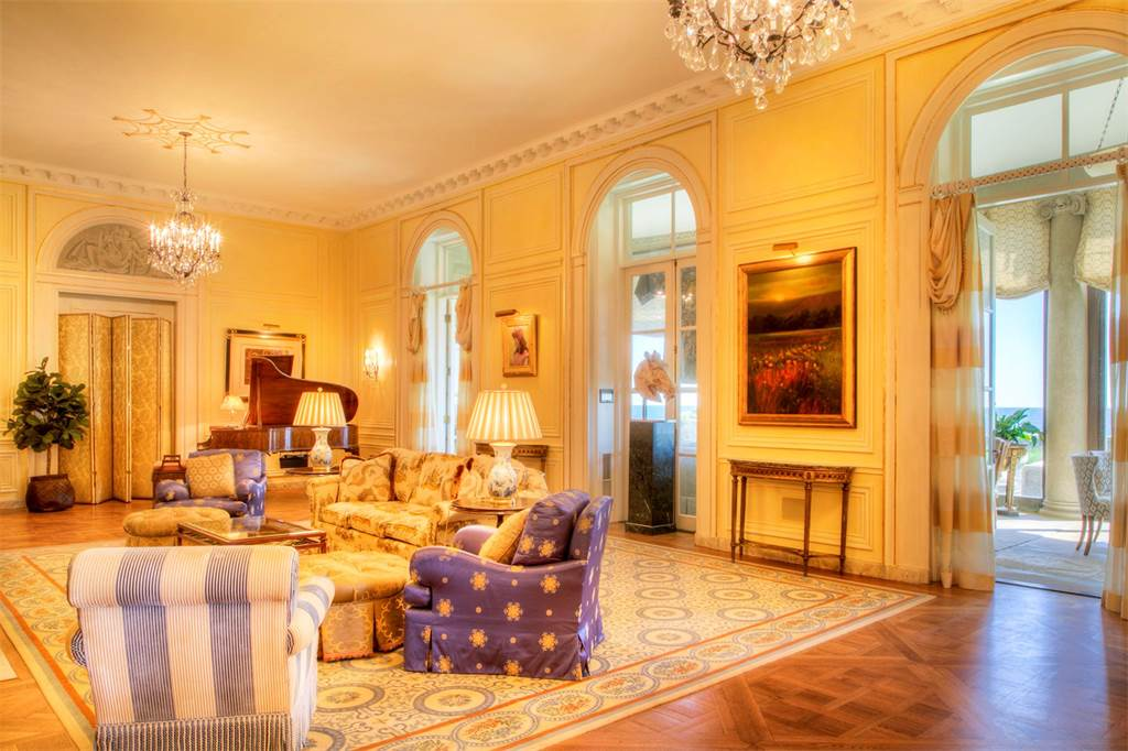 Jay Leno Purchases The Seafair Estate in Rhode Island For $13.5 Million ARCHITECTURE CELEBRITY HOMES French Style Architecture Historic Homes HOT PROPERTIES LUXURY HOMES LUXURY REAL ESTATE NEWS Mega Mansions