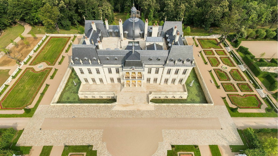 301 000 000 home one of the most expensive houses in for Chateau louis 14 louveciennes