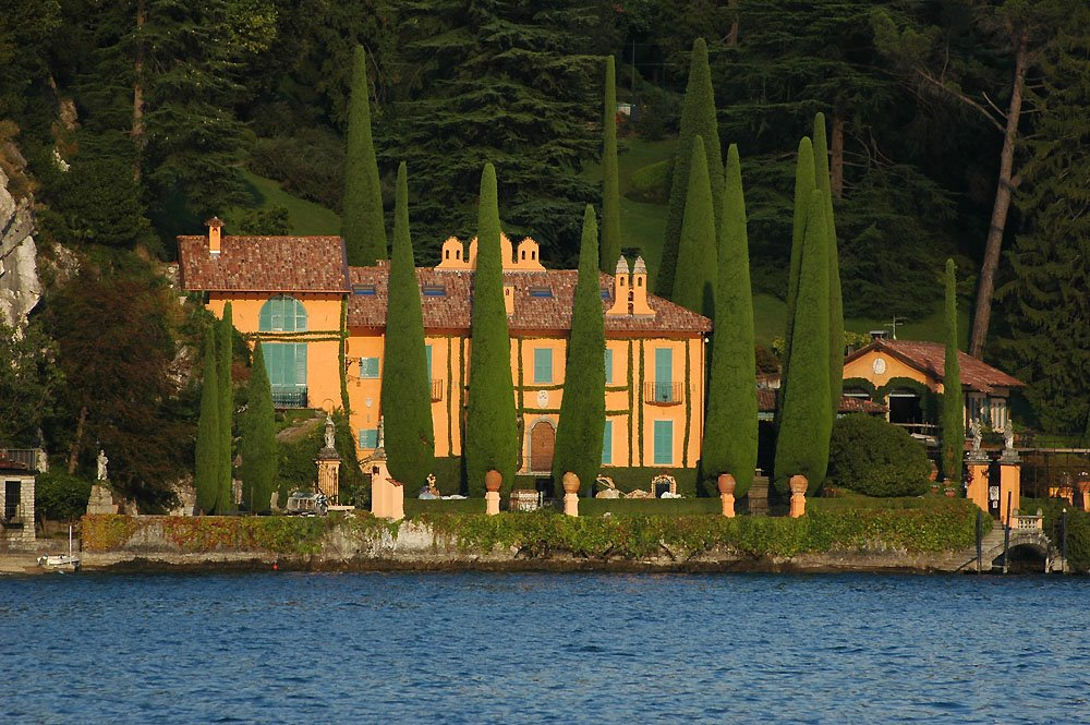 Top 10 Most Beautiful And Famous Villas And Mansions In